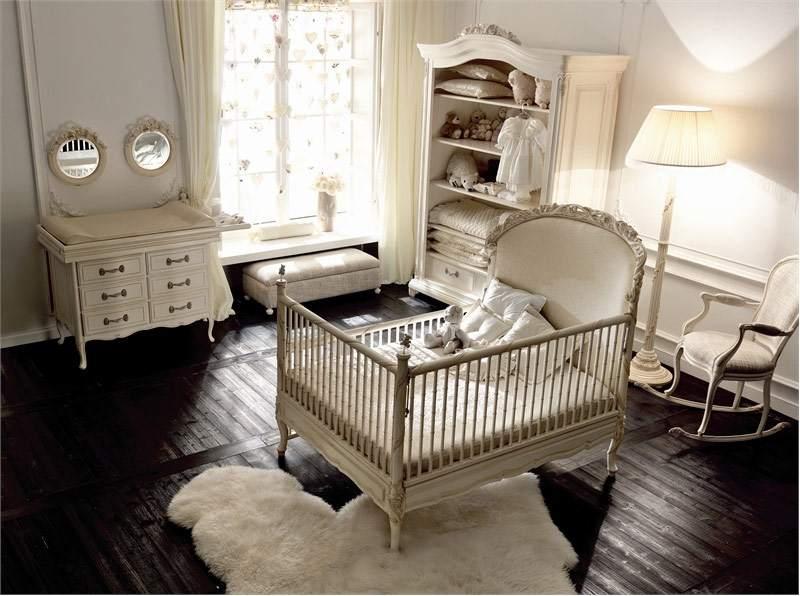 Деревянный пол в спальне новорожденной