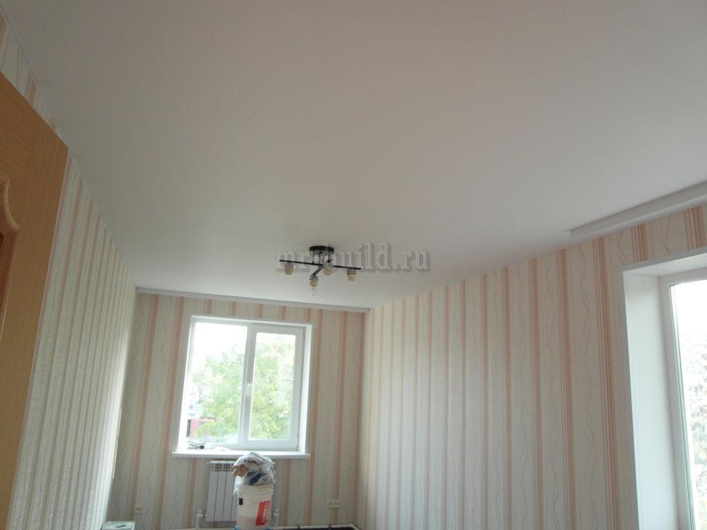 готовая спальня с натяжным потолком