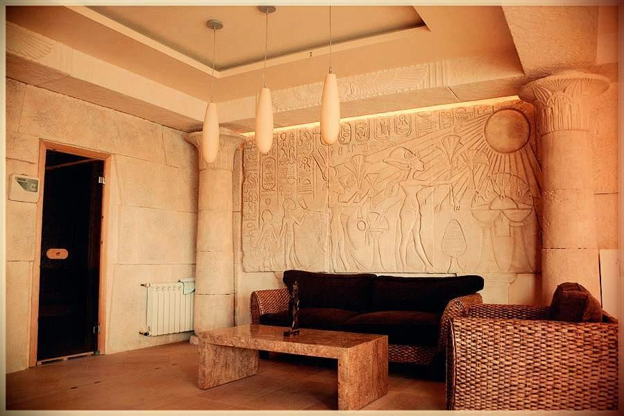 Колонны в квартире в египетском стиле