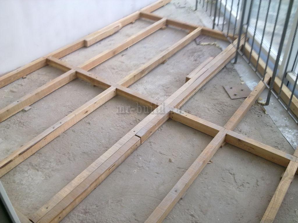 Смонтированные лаги на балконе