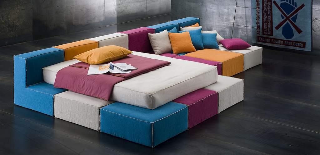 Необычная кровать-диван в стиле авангард