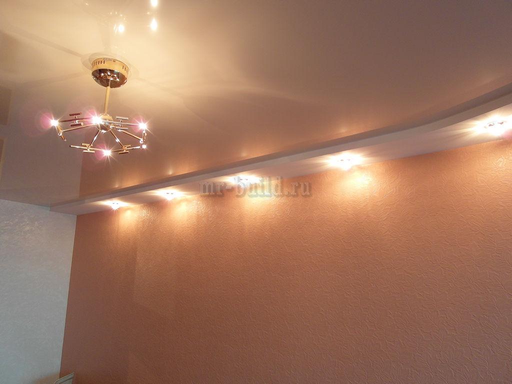 Покрашенные обои и подсветка стен