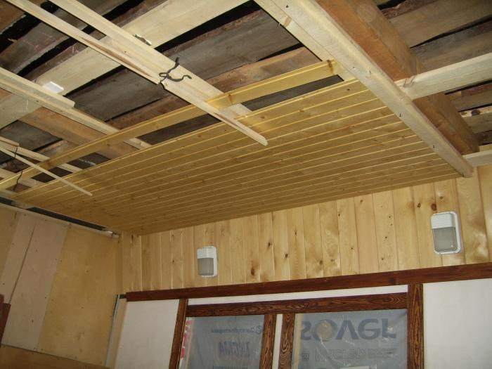 Процесс монтажа вагонки на потолок