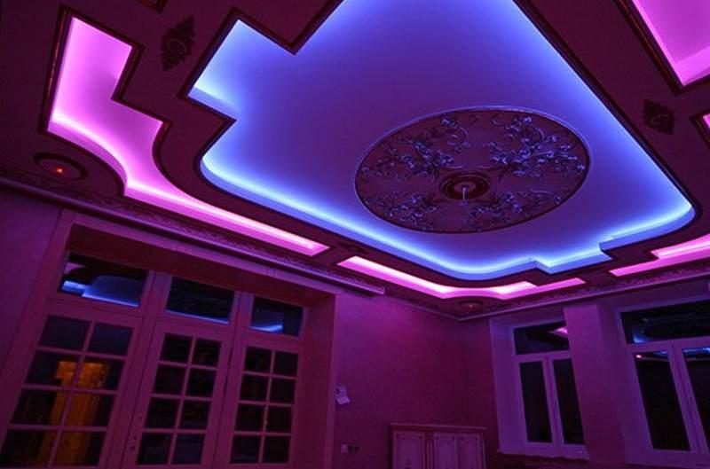 Разноцветное освещение потолка