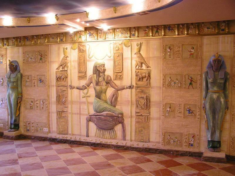 Стены в египетском стиле