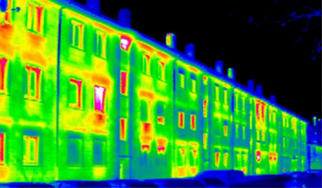Тепловизионная карта здания показывает, где происходят теплопотери