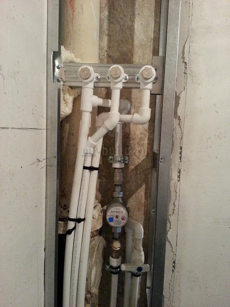 ввод труб в квартиру, счетчик воды и выводы под титан