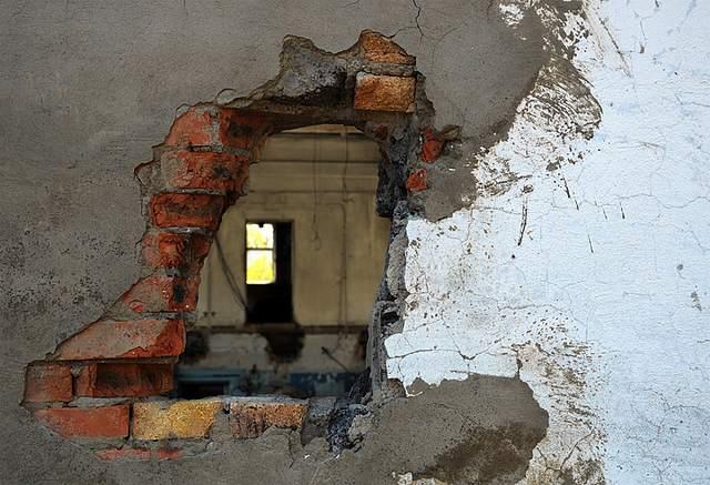 дыра в бетоне