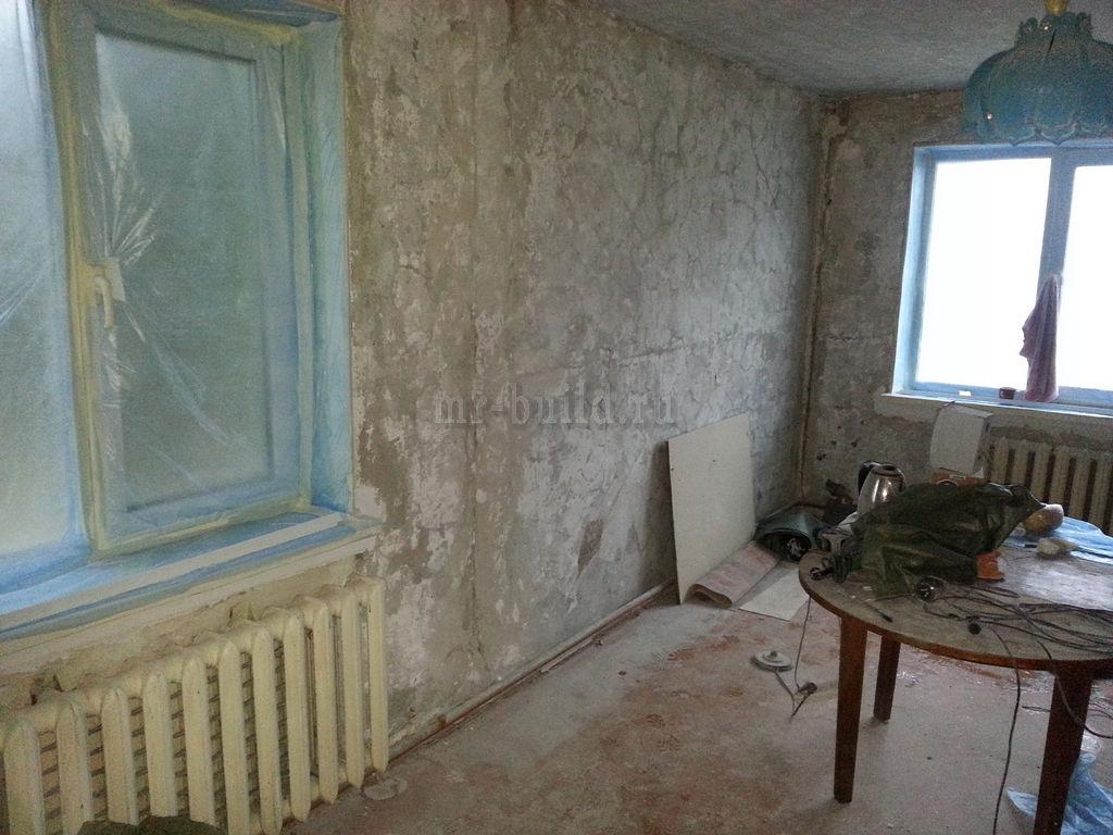 Зал: зачистка стен и потолка до бетона