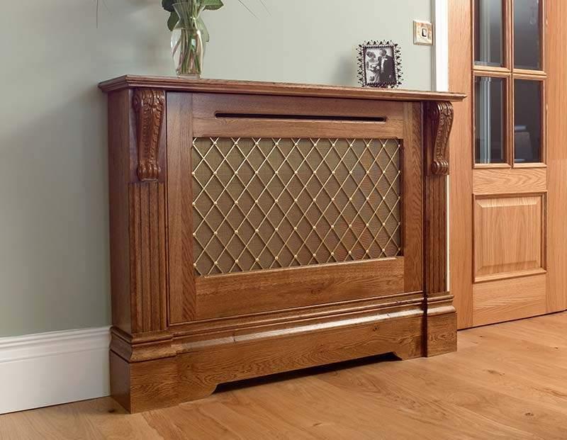 Эффектная деревянная конструкция не только скроет батарею, но и выполнит функцию полки