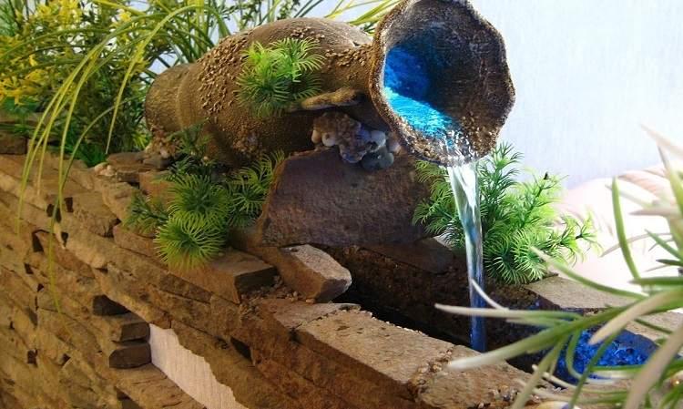 Текущая вода прекрасно освежает воздух, конечно, если фонтан бьет не из лопнувшей трубы