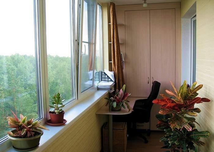 За счет остекления и утепления балкона можно получить дополнительное жилое пространство