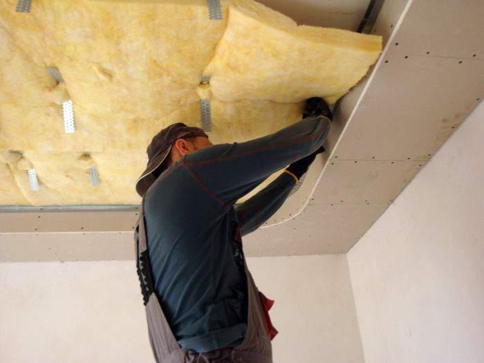 Монтаж шумоизолирующих плит под натяжной потолок