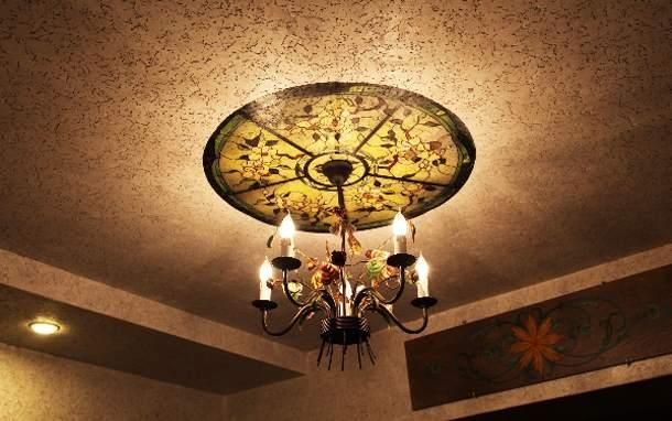 Пробковая отделка на потолке: снижает шум и украшает интерьер