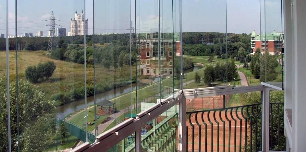Панорамные стекла на балконе