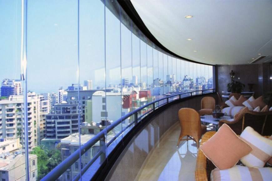 Преимущества и недостатки больших балконных стекол