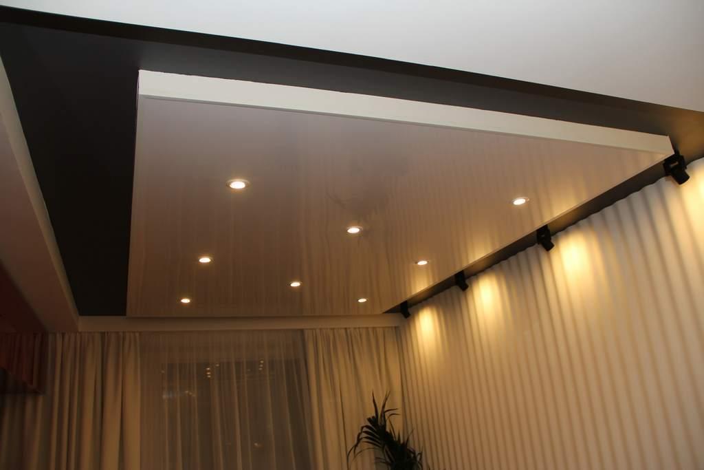 Потолок, подходящий для комнаты, оформленной в стиле конструктивизм