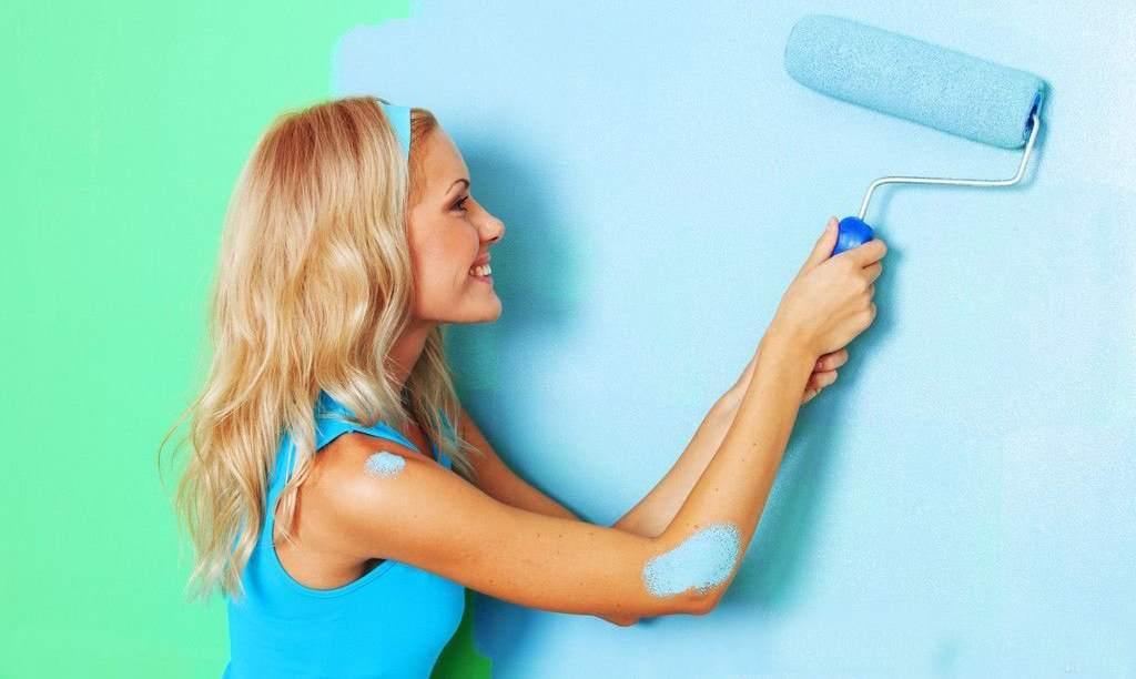 Процесс покраски гипсокартонных перекрытий