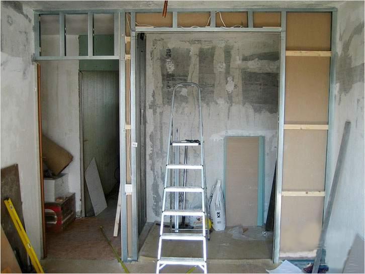 Процесс сборки гардеробной комнаты в спальне