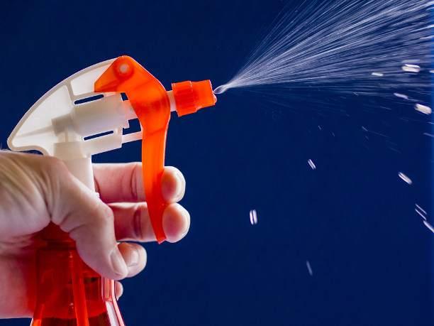 Микрокапли из пульверизатора осадят пыль и наполнят воздух влагой