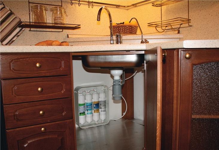 Система очистки воды с подключением к дополнительному крану