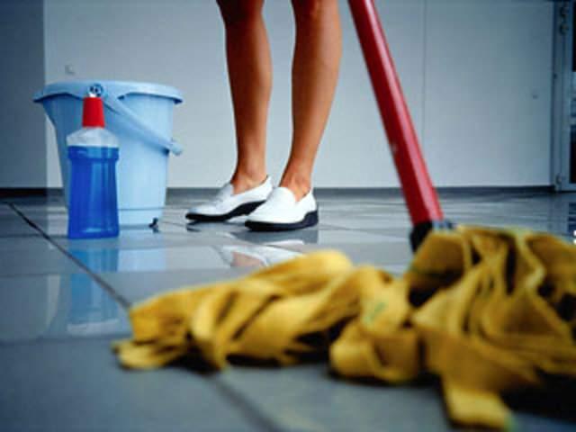 Не ленитесь мыть полы и протирать пыль летом и зимой