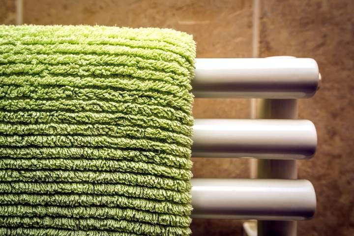 """Махровые полотенца на батареях - главный """"элемент декора"""" слишком сухой квартиры"""