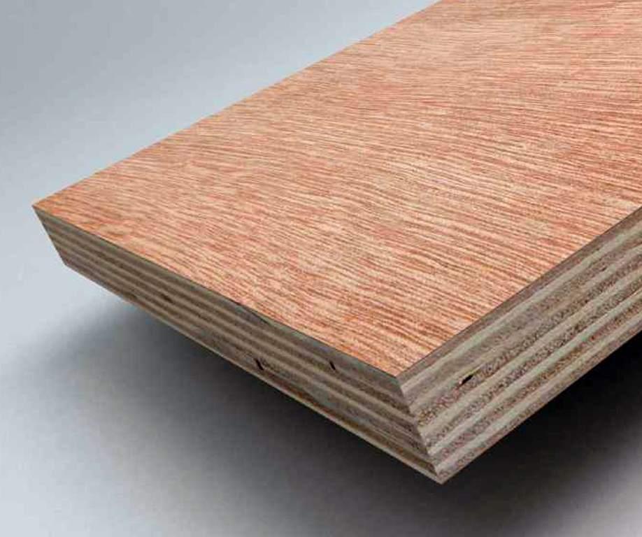 Отдайте предпочтение изделиям из шпона лиственных пород деревьев