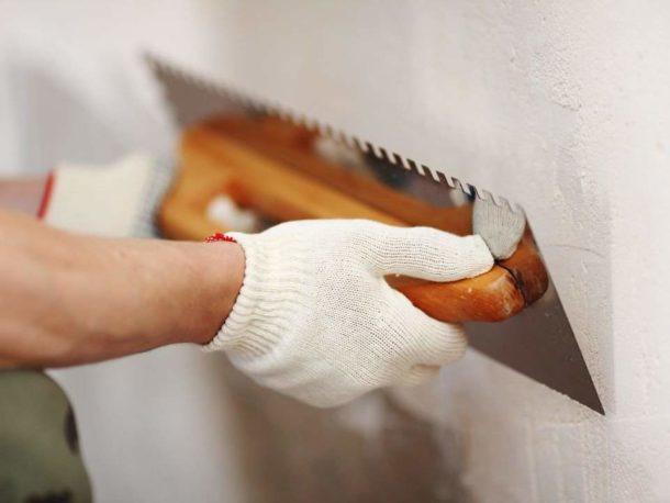 Выравнивание стен с небольшими дефектами производится стартовой шпаклевкой
