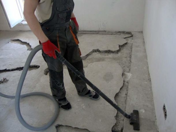 До начала заливки необходимо тщательно очистить поверхность
