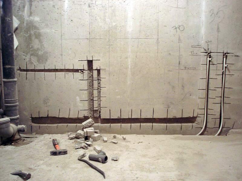 Работы по скрытию трубопровода в стене должны строго соответствовать плану