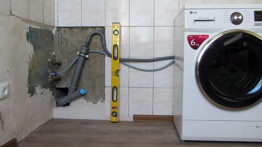 """Стоит взвесить все """"за"""" и """"против"""", устанавливая машину-автомат в ванной"""