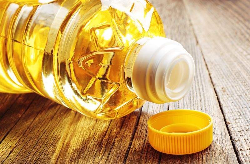 Теплое масло поможет справиться с загрязнением на руках