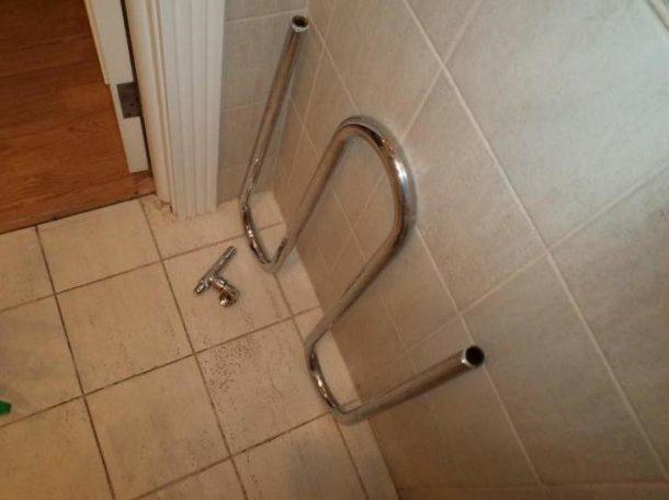 Перед установкой нового сушителя необходимо аккуратно демонтировать старый, не забыв отключить подачу воды