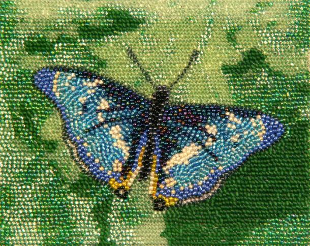 Бабочка из бисера на клею