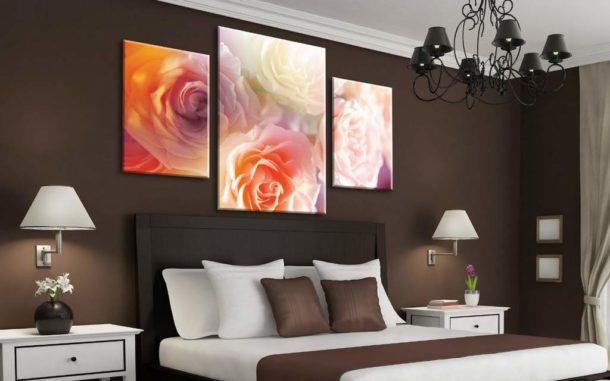 Цветочное изображение из трех частей в спальне
