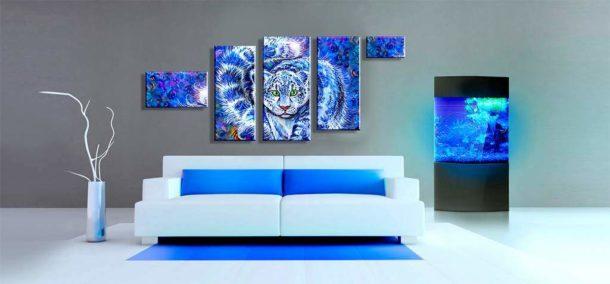 Эффектная модульная картина прекрасно гармонирует с современным интерьером зала