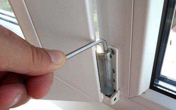 Регулируем ПВХ-двери на балкон