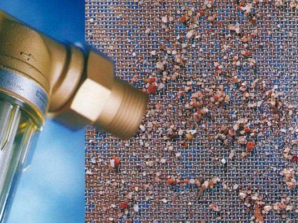Приборы очистки с самопромывкой подбираются по размеру труб и объемам подаваемой воды