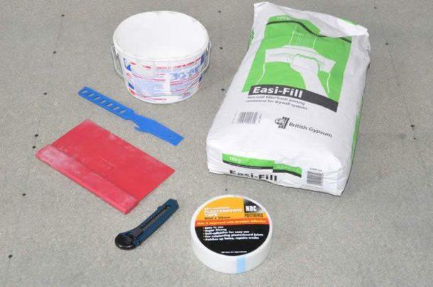 Для качественной обработки стыков понадобится минимальный набор материалов и инструментов