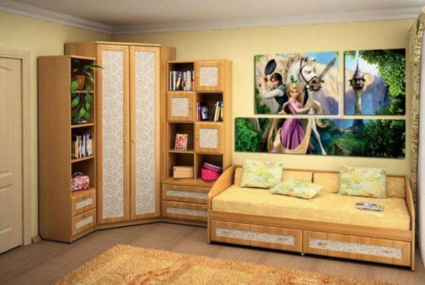 Составная картина для девочки, размещенная в спальной зоне