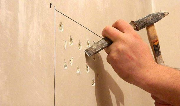 Насечки на поверхности улучшают сцепление раствора со стеной