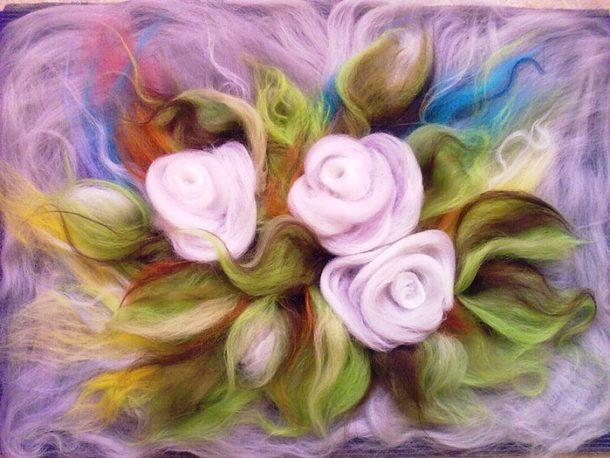 Нежные цветы из шерсти