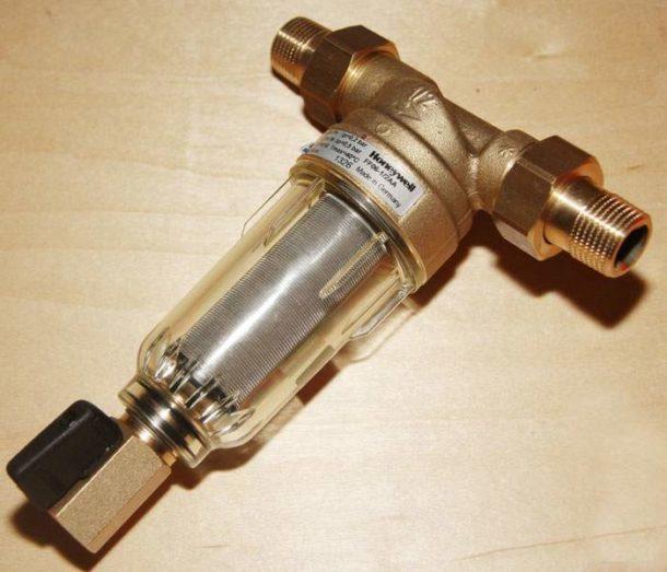 Фильтр с сетчатым удерживающим элементом
