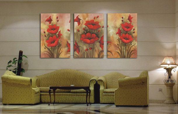 Цветочный триптих в интерьере зала