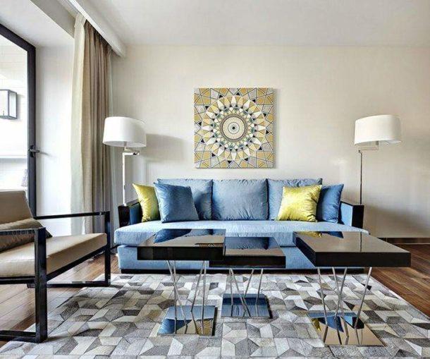 Выбираем картины для пространства над диваном в гостиной
