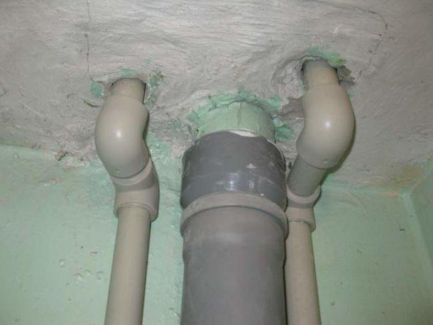 Врезка пластиковой трубы в старый чугунный стояк