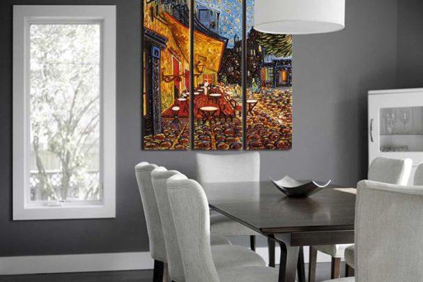 Красочный модульный холст на однотонной стене в столовой
