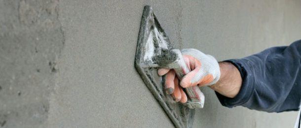 Ровняем стены с помощью штукатурки