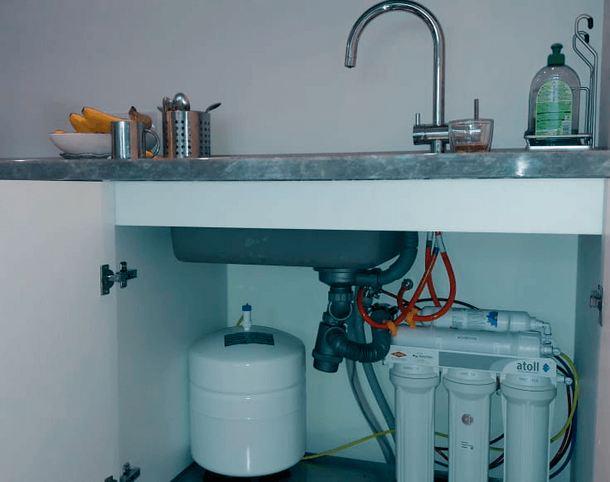Система многоступенчатой очистки под кухонной мойкой